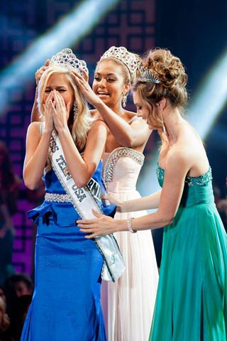 Miss Teen USA 2013, Cassidy Wolf is crowned and sashed