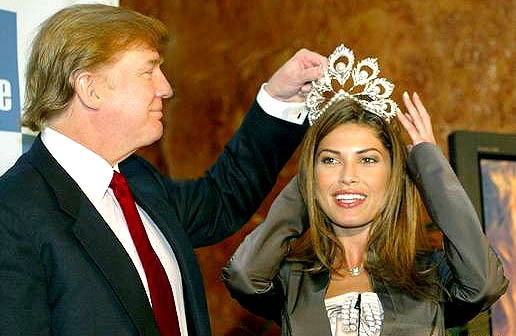 Donald Trump crowns Justine Pasek as Miss Universe 2002