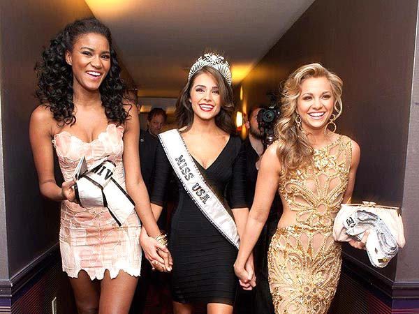 Miss Universe 2011, Leila Lopes and Miss Teen USA 2011, Danielle Doty welcome their new sister Olivia Culpo, Miss USA 2012 to the sisterhood.
