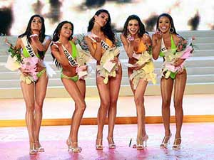 Elisa Najera, Miss Mexico Wins the Vinpearl Swimsuit Award. From Left to Right: Spain, Colombia, Mexico, India, USA